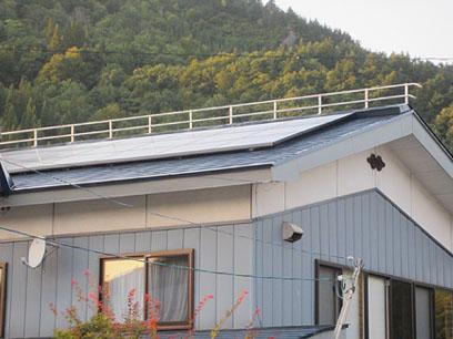 太陽光発電とヤネラク併設