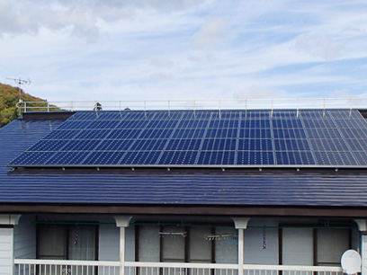 太陽光発電システムと落雪システム併設
