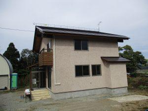 長野県で新築の素敵な住宅に「ヤネラク」設置させていただきました。